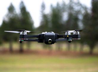 Nowoczesny dron z kamerą do monitorowania domu – czym jest i do czego służy?