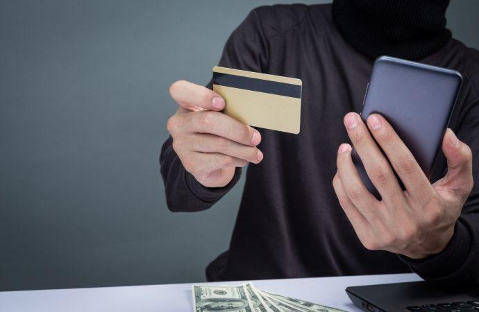 Wyłudzanie pieniędzy przez telefon – uważaj na te metody!