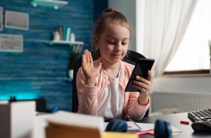 Prawie połowa dziewcząt chce być youtuberkami, tiktokerkami i instagramerkami